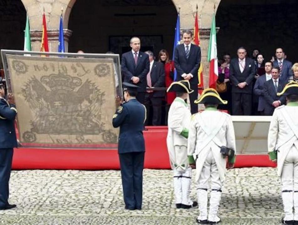devolución en Santillana del mar de la primera bandera histótrica de mexico
