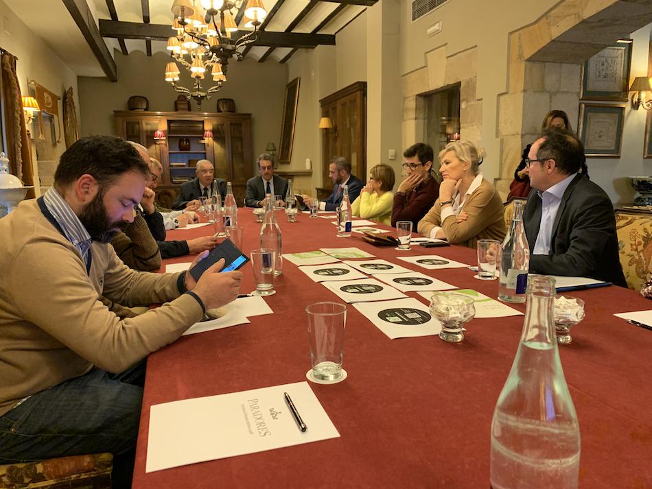 El Consejero de Innovación, Industria, Turismo y Comercio del Gobierno de Cantabria felicita el proyecto de accesibilidad sensorial que aplicarán ocho restaurantes de Santillana del Mar, 6